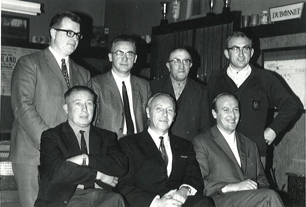 Zittend v.l.n.r : Ivo Denyft, Raoul Pennicnk en Marcel Vandamme; Staand v.l.n.r. : Aimé Desimpel, Frans Rossey, Leon Vandamme en Michel Denduyver